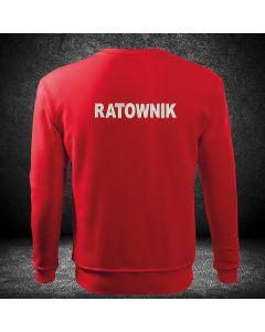 czerwona bluza z haftowanym napisem Ratownictwo Medyczne na plecach i z haftowanym logo na piersi z własnym tekstem w logo.