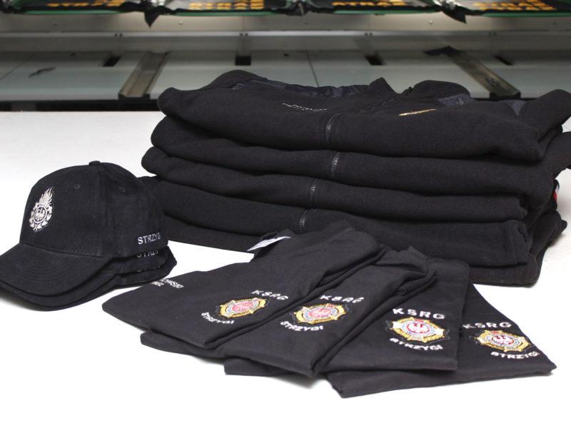 Koszulki, polary i czapki z daszkiem dla KSRG OSP Strzygi