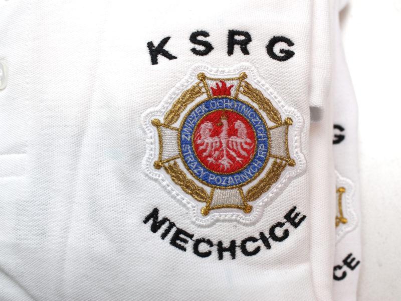 Białe koszulki strażackie POLO wciąż zyskują na popularności.