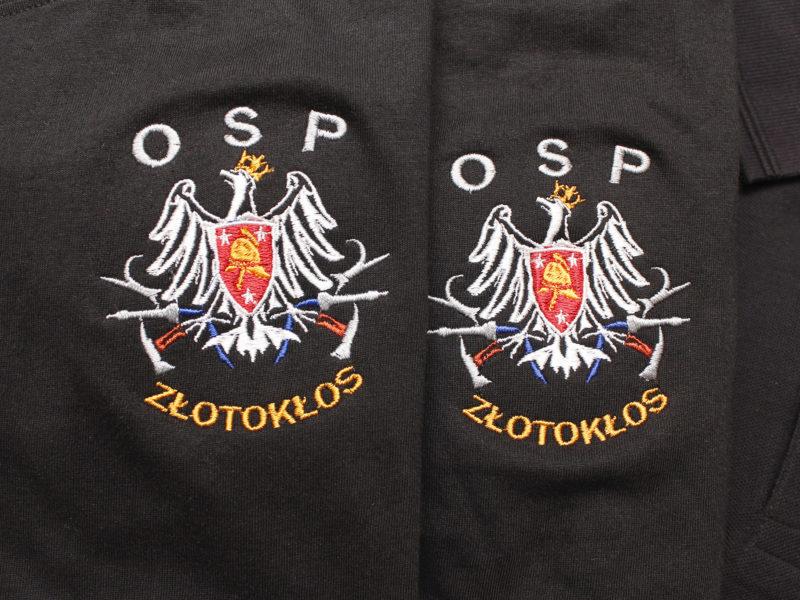 Indywidualne logo OSP na koszulkach i bluzach dla OSP Złotokłos.